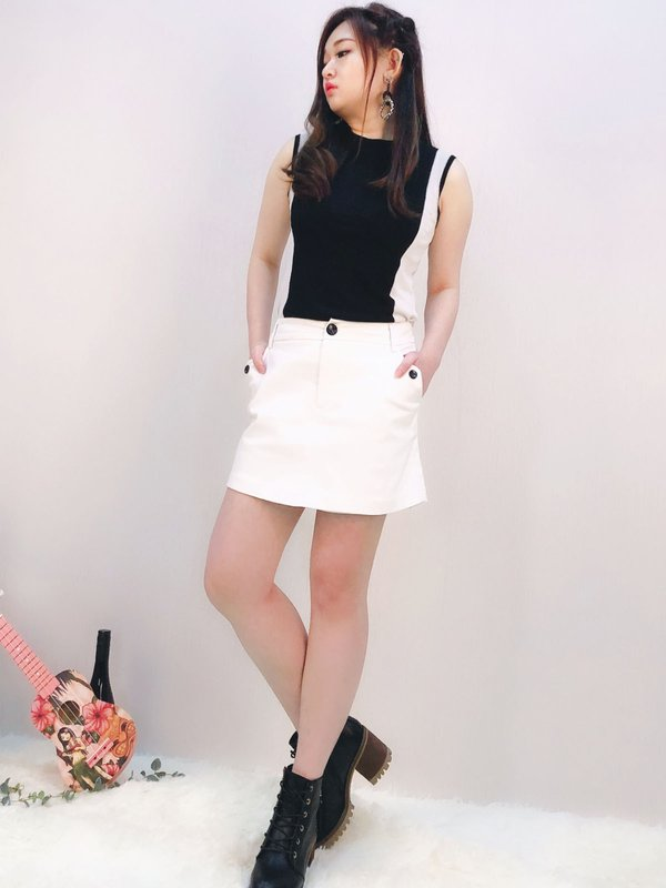 BUTTON POCKET SKORT (CREAM)