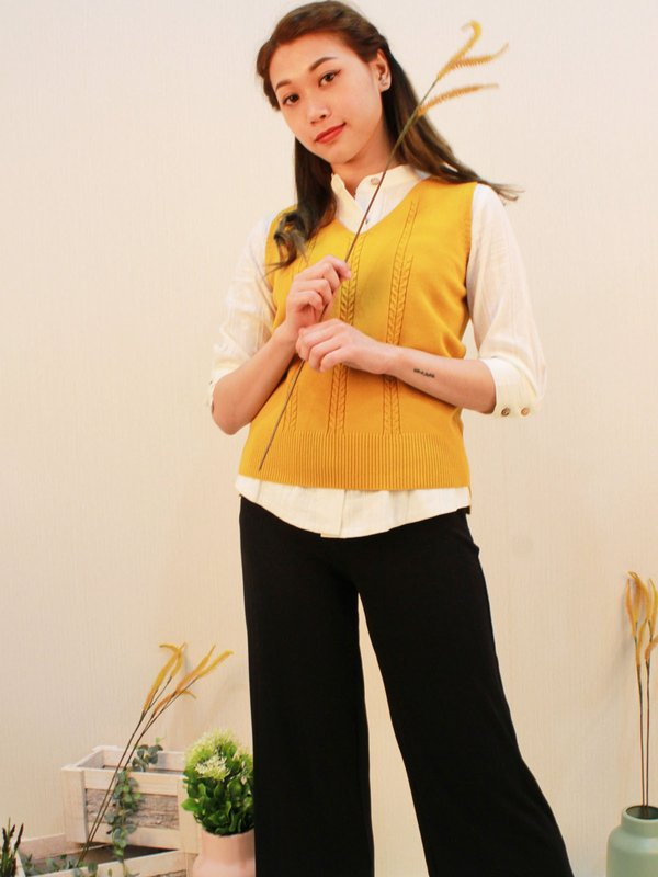 CABLE KNIT SWEATER VEST (YELLOW)