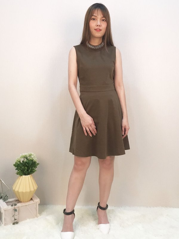 ROUND NECK SLEEVELESS DRESS(COCO)