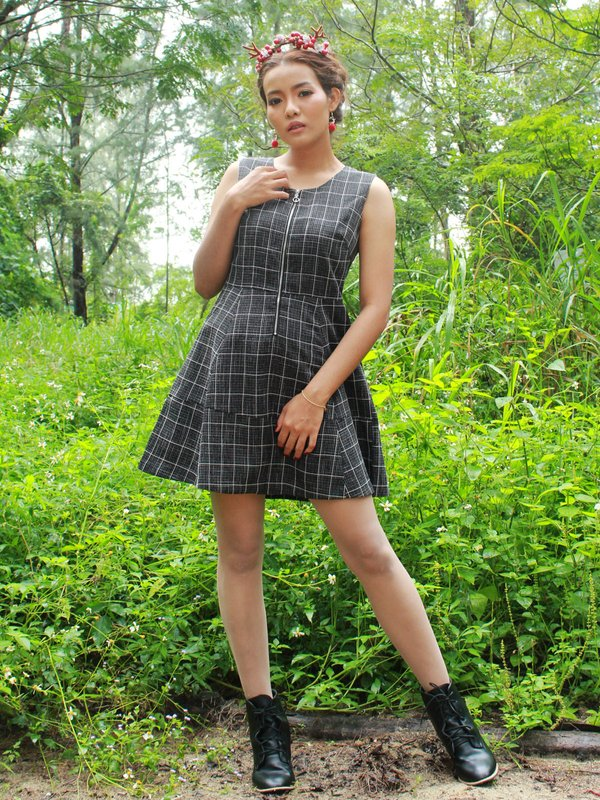 BLACK CHECKERED DRESS (BLACK)