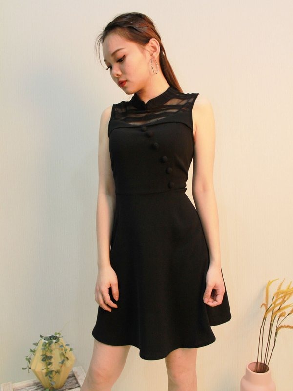 SLEEVELESS ROUND NECK BUTTON DRESS (BLACK)