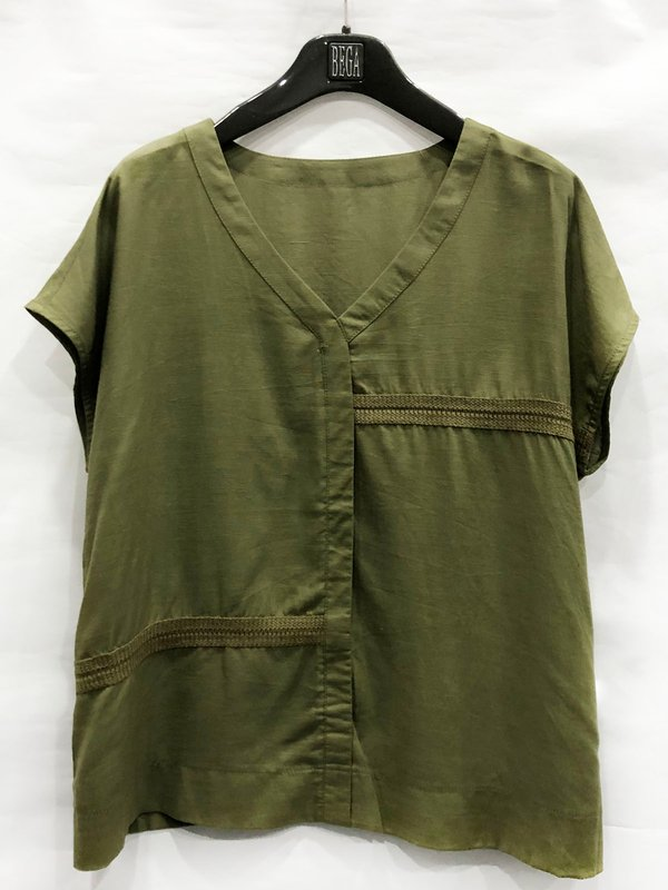 SIMPLE LINE BLOUSE (ARMY GREEN)