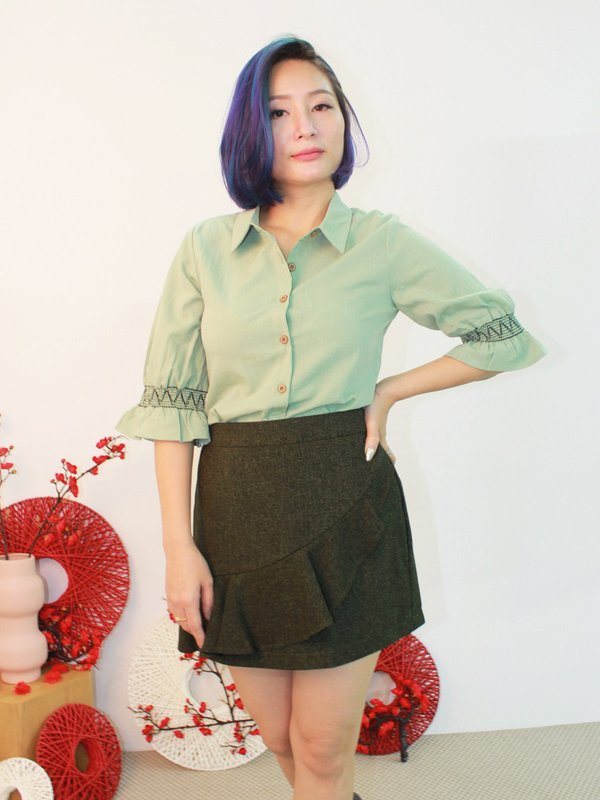 EMBROIDERY RUFFLE SLEEVE BLOUSE (HONEYDREW GREEN)